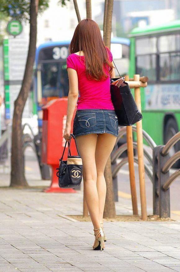 【素人街撮り】ミニスカからハミ出る素人の太ももがエロすぎてもはや犯罪レベルwwwwwww【画像30枚】27_20160723215601dc3.jpg