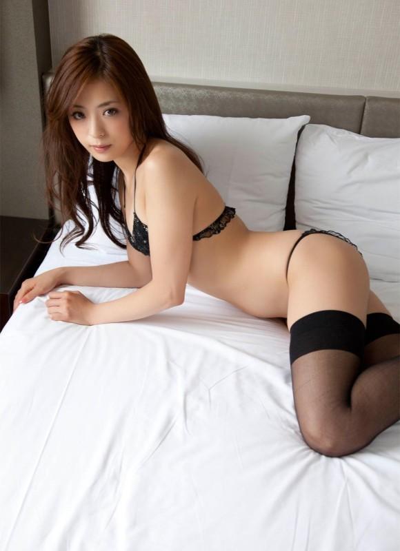 黒下着の女は男を虜にするセクシーオーラが溢れ出してるwwwww【画像30枚】28_201512300240120a7.jpg