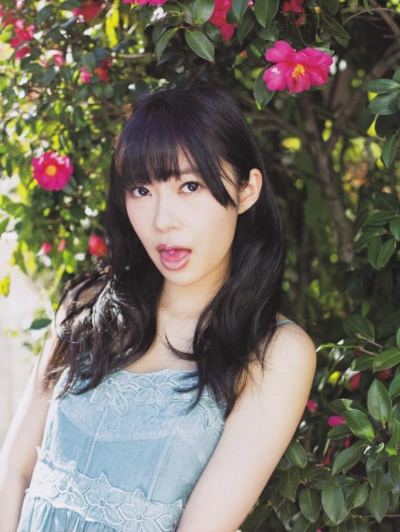 HKT48(AKB48)さっしーこと指原莉乃ちゃんのちっぱいプリケツ美脚の良さを確認できるグラビア画像【30枚】28_20160102040706679.jpg