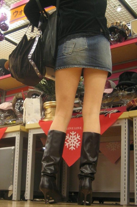 【街撮り】ナンテコッタイwwwパンツ見えそうな服装で外出してる素人が多すぎるwwwwwww【画像30枚】28_20160519221554bad.jpg