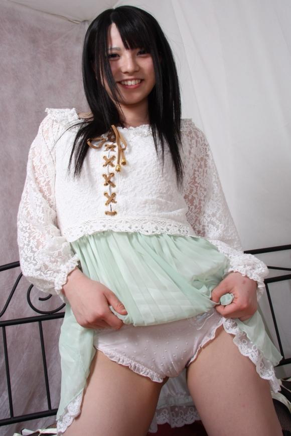 「パンティ見せてください!」→→→スカートをペロリとたくし上げる女の子wwwwwww【画像30枚】28_201606010247020dc.jpg