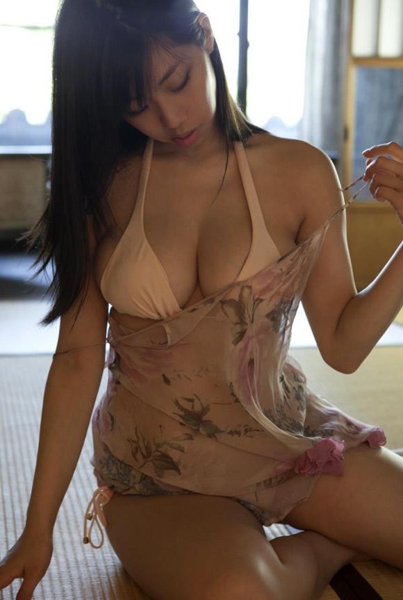 肉食女子部!鈴木ふみ奈ちゃんのハミ出る爆乳グラビア画像【30枚】28_20160604000451556.jpg