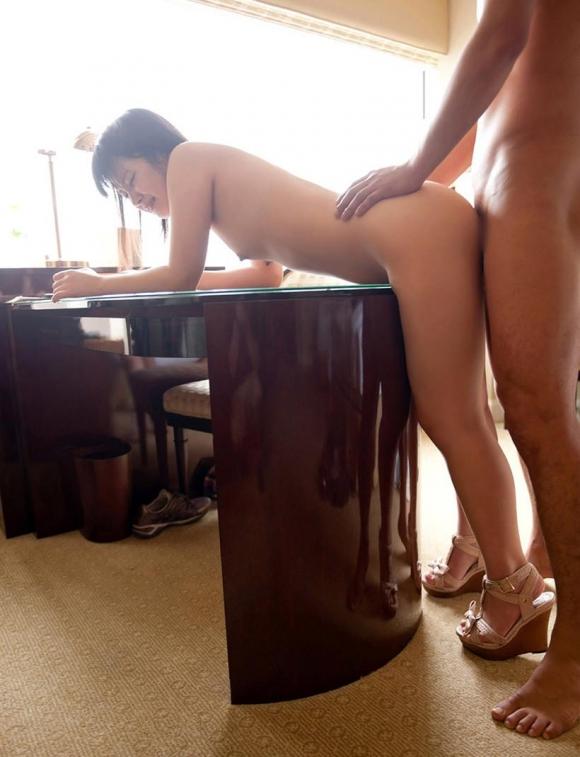【立ちバック】立ったまま後ろからパンパンされて脚がガクガクになってる女の子の画像を貼ってくwwwwwww【画像30枚】28_2016062114375191a.jpg
