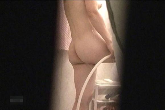 【民家盗撮】入浴中の素人を狙ったお風呂場の盗み撮りに成功したった!【画像30枚】28_20160624143914224.jpg