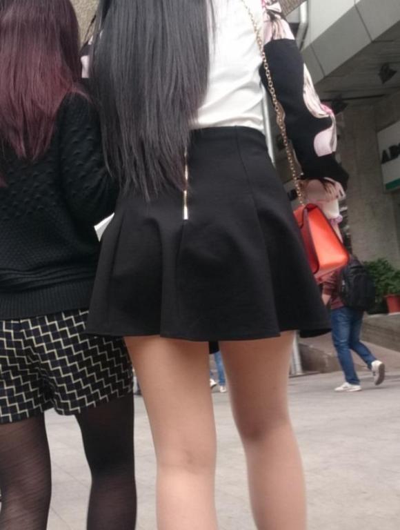 素人なのにパンチラしそうな短すぎるミニスカ履いてる女の子が多すぎるwwwwwww【画像30枚】28_201607302205506bd.jpg