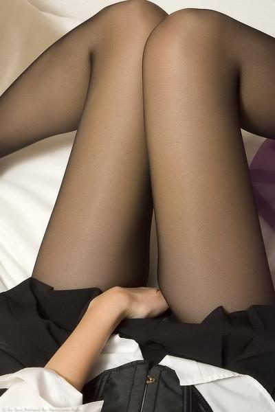 【エロ画像】黒タイツ黒ストッキングを履いた脚がくっそエロくてくっそ抜ける件・・・・・wwwwwwwwwww29_20151128095913344.jpg