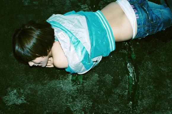 朝ドラ女優夏菜ちゃんのハミケツおっぱいがエロいセクシーグラビア画像【30枚】29_201601180309005c6.jpg