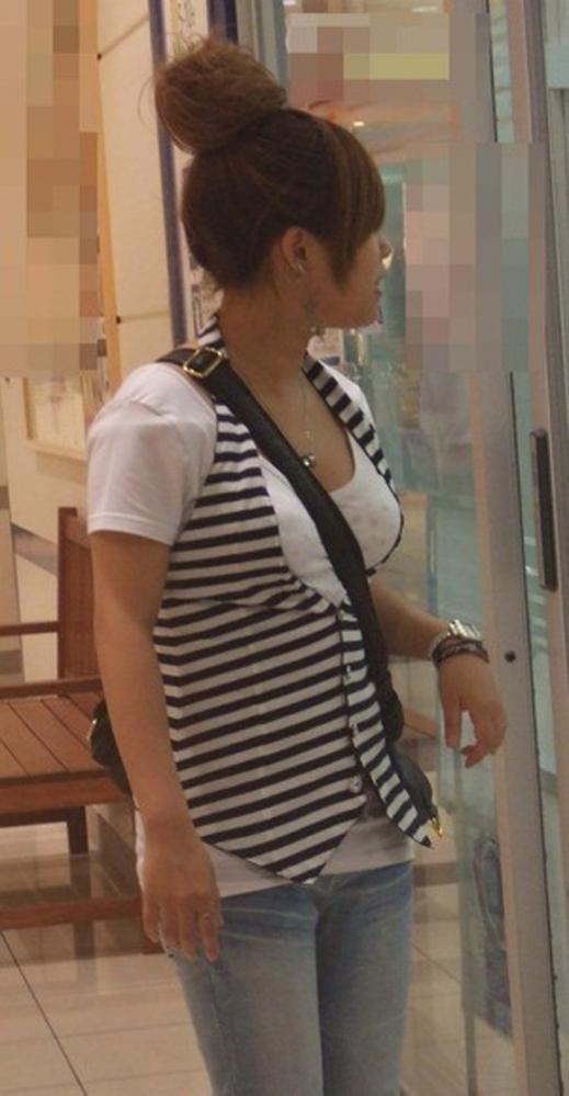 街で気になるパイスラッシュ女子のおっぱい強調具合がガン見して仕方ないレベルwwwww【画像30枚】29_20160122041946e6e.jpg