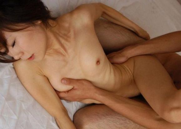松葉崩しっていう膣奥まで届いて膣イキしやすい中毒体位がコレwwwwwww【画像30枚】29_201602092133435eb.jpg