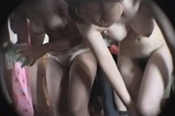 脱衣所に仕掛けられた盗撮カメラで撮られた女の子たちの裸が晒されてるwwwwwww【画像30枚】29_201602132347410c7.jpg
