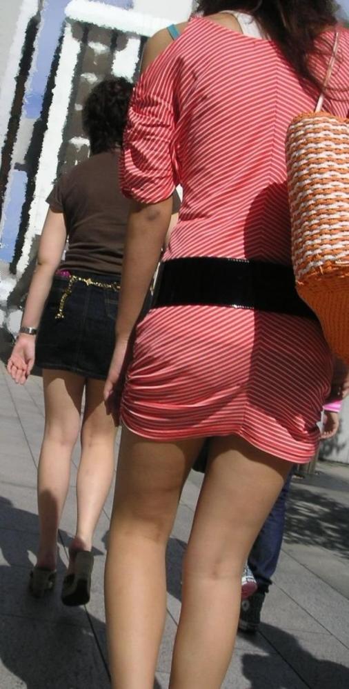 外なのにこんなパンツ透け透け公然猥褻な服装が許されるなんて・・・・・wwwwwww【画像30枚】29_201602252031467c5.jpg