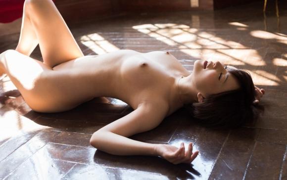 細身好きにはたまらんwww芸術性を感じる華奢な女の子の全裸ヌードwwwwwww【画像30枚】29_20160322225650124.jpg