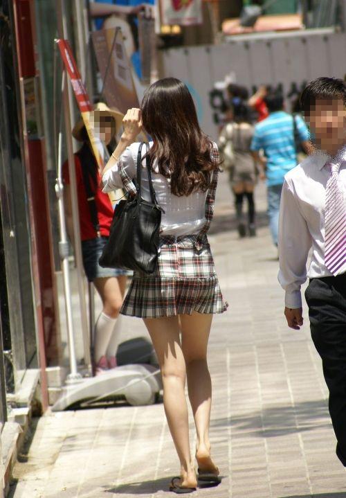 素人が街で曝け出してる生脚がエロすぎるwwwwwww【画像30枚】29_201604052351089c2.jpg