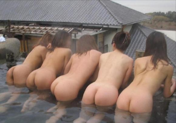 ちょ・・・まってwww悪ふざけ?企画?全裸で集合写真を撮っちゃう女の子たちってwwwwwww【画像30枚】29_20160410223533b29.jpg