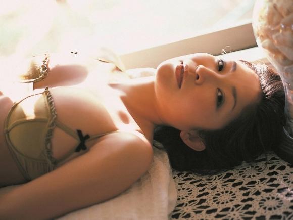 小野真弓ちゃんの癒し系セクシーグラビア【画像30枚】29_20160826130019931.jpg
