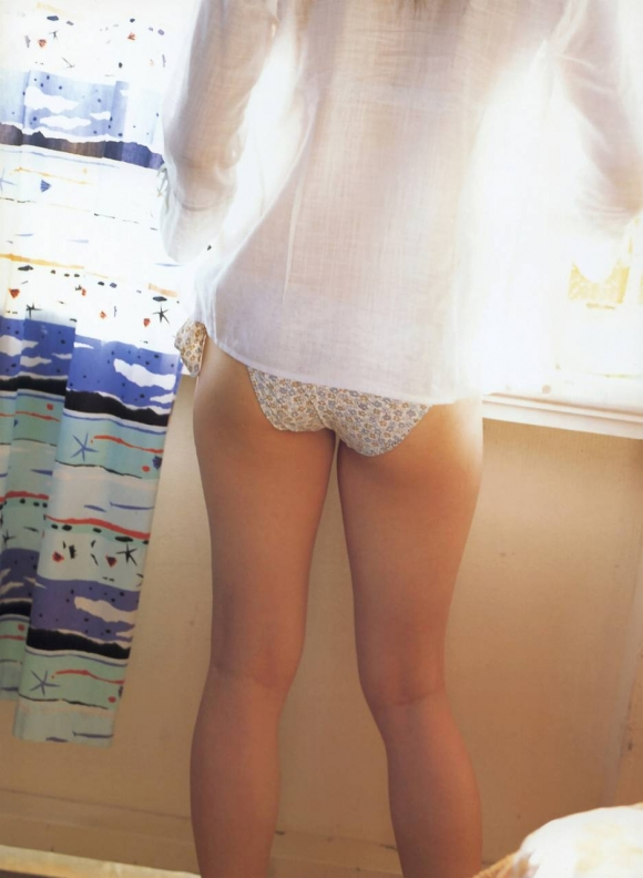 綾瀬はるかちゃんのおっぱいとムチムチ感が気になるグラビア高画質画像【30枚】30_20151222032025198.jpg