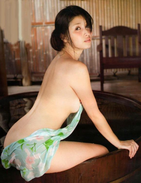 橋本マナミちゃんのフェロモンがプンプン伝わってくるセクシーグラビア画像【30枚】30_20151223031950e53.jpg