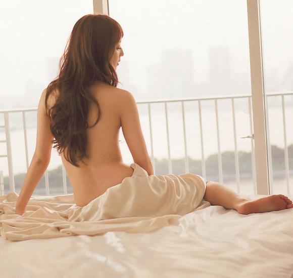 佐々木希ちゃんという天使のプリっとしたおしりがエロいグラビア画像【30枚】30_2015122602044550f.jpg