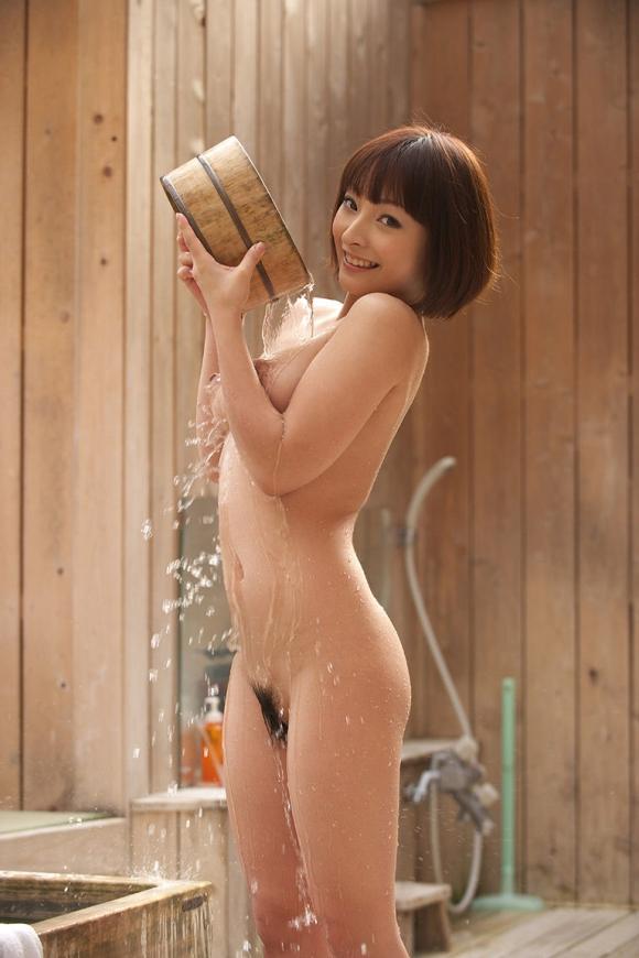 寒いし美女と二人きりで温泉に浸かってゆっくりしたい!www【画像30枚】30_20151227033105a1c.jpg