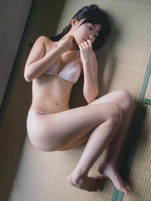 HKT48(AKB48)さっしーこと指原莉乃ちゃんのちっぱいプリケツ美脚の良さを確認できるグラビア画像【30枚】30_2016010204070961b.jpg