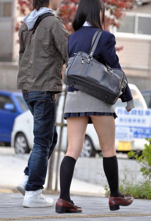 JKの美脚が眩しすぎて街で見ると卒倒しそうになるwwwwwwwww【画像30枚】30_20160117031818fa4.jpg