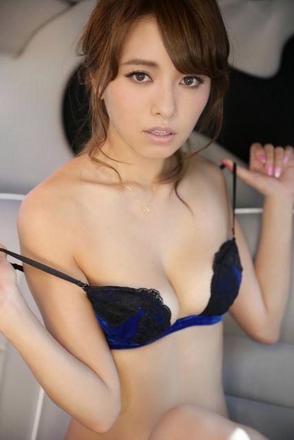 人気巨乳モデル小泉梓ちゃんの手ブラヌードがエロすぎる!【画像30枚】30_2016012902391909b.jpg