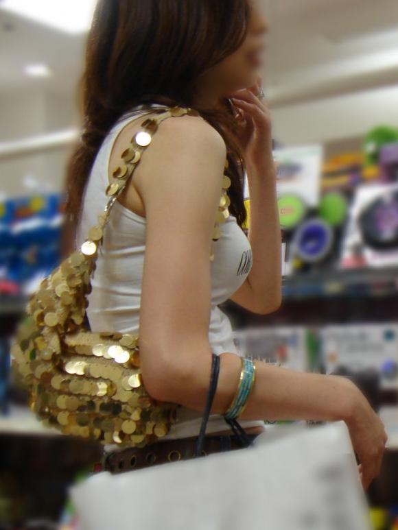 久しぶりに東京行ったら街を歩いてる女の子がくっそエロい服装で歩いててビビったwwwwwww【画像30枚】30_20160210205135cf2.jpg