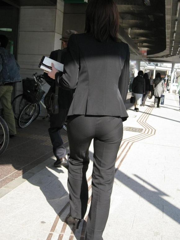 もうすぐ入社シーズンだから働くお姉さんのエロスを感じるスーツ画像をうpしてくwwwwwww【画像30枚】30_20160320034540593.jpg