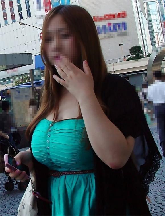 おっぱいに一目惚れしそうな破壊力バツグンな着衣巨乳を街で撮ったから貼ってくわwwwwwww【画像30枚】30_20160401160206b09.jpg