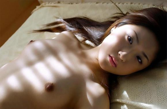 乳首が硬くなって勃起してる敏感おっぱいがエロすぎるwwwwwww【画像30枚】30_20160405145528724.jpg