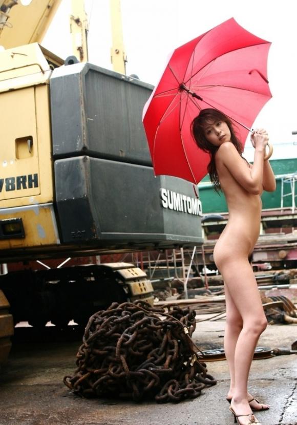 梅雨の時期になると増殖する傘持ち露出狂にご注意wwwwwww【画像30枚】30_2016042322500986e.jpg