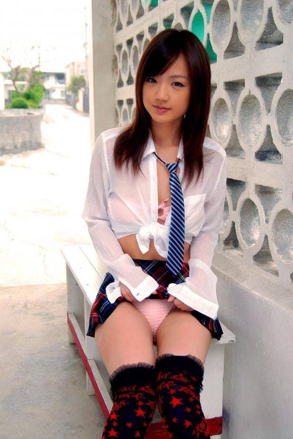 「パンティ見せてください!」→→→スカートをペロリとたくし上げる女の子wwwwwww【画像30枚】30_20160601024704763.jpg