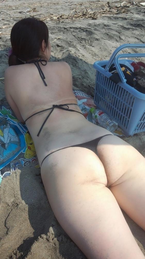 【ハミ尻】素人娘の水着からこぼれ出るプリプリなおしりがエロすぎるwwwwwww【画像30枚】