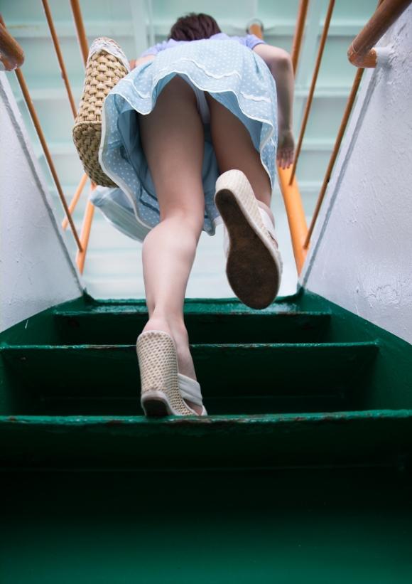 【ローアングル】階段下とかエスカレーター下から撮ったパンチラ画像がやっぱ鉄板だわwwwwwww【画像30枚】30_20160821012304dfd.jpg
