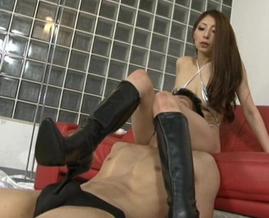 身長175cmの長身美女がロングブーツで靴コキ責めの脚フェチDVD画像1