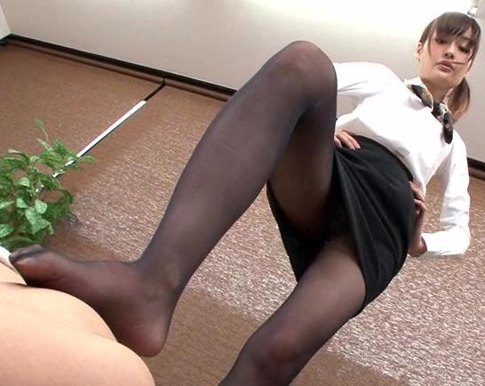 パンスト美脚の足コキや着衣SEXで大量射精させるエステの脚フェチDVD画像5
