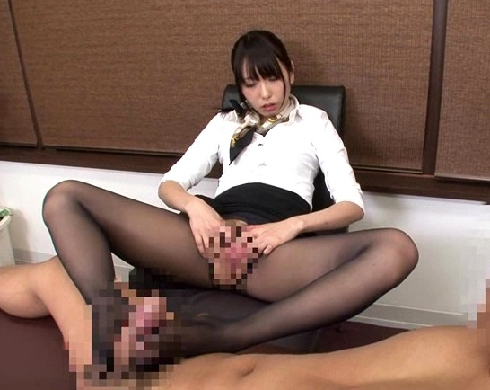 パンスト美脚の足コキや着衣SEXで大量射精させるエステの脚フェチDVD画像1