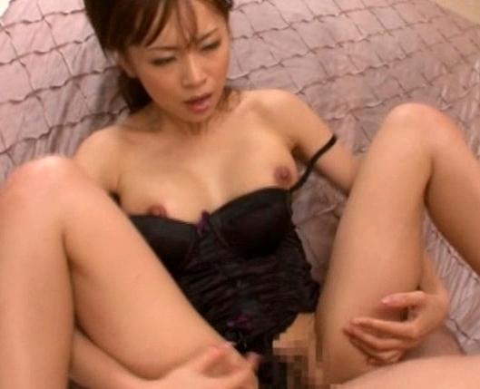 長身痴女が早漏チ●ポを足コキしながら乳首責めの脚フェチDVD画像5