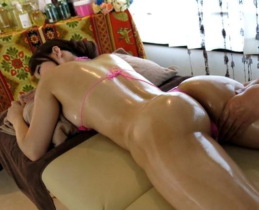 美人過ぎるエステお姉さんの足コキと素股で精液が溢れ出すの脚フェチDVD画像5