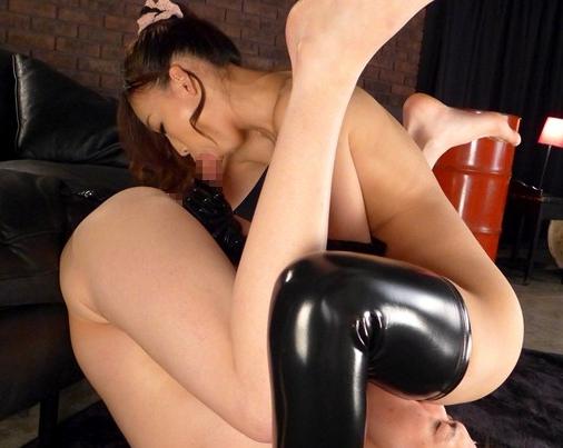 ドエス痴女がM男に足コキしたり騎乗位で襲いかかり強制中出しの脚フェチDVD画像4