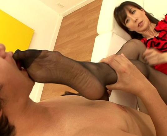 熟女の蒸れ蒸れパンストを破って膣奥にブチ込みまくるフェチSEXの脚フェチDVD画像3