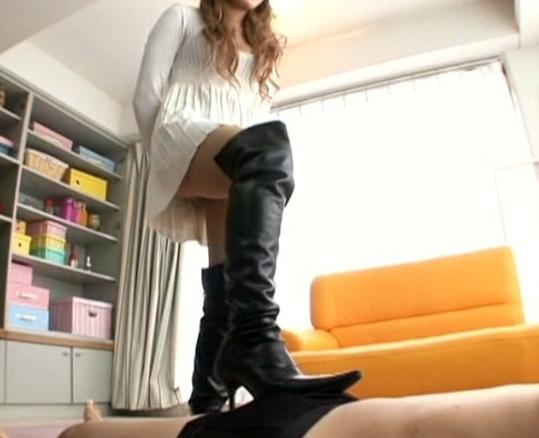 女王様がヒールやブーツで蒸れた足裏でチン踏み足コキの脚フェチDVD画像3