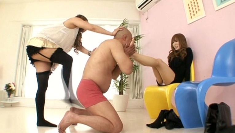 W美脚女王様金蹴り調教タッグマッチの脚フェチDVD画像4