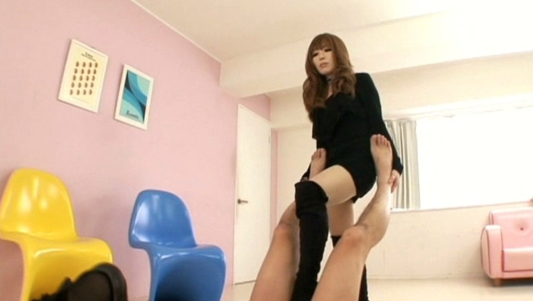 W美脚女王様金蹴り調教タッグマッチの脚フェチDVD画像2