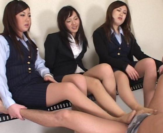OLの臭過ぎるパンプスとパンストの足臭責め&足コキ抜きの脚フェチDVD画像5