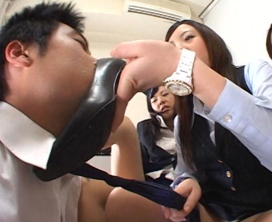 OLの臭過ぎるパンプスとパンストの足臭責め&足コキ抜きの脚フェチDVD画像1