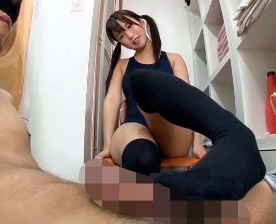 ロリータ系の美少女JKたちがニーハイソックスで足コキ責めの脚フェチDVD画像5