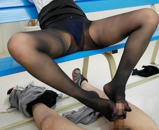 SS級の美痴女教師がエロいパンストやハイヒールで生徒を足コキの脚フェチDVD画像2