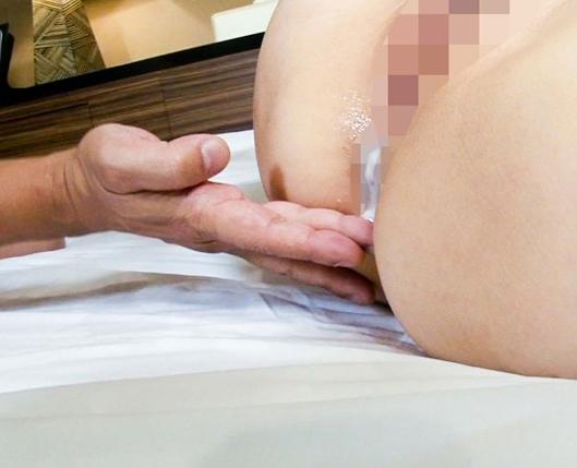 潮吹き美少女がM男にヨダレを飲ませながら網タイツ足コキの脚フェチDVD画像6