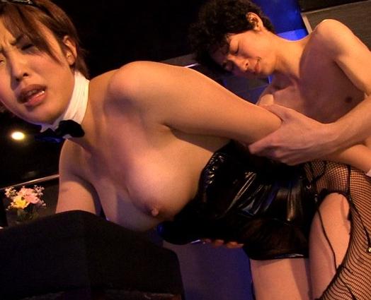ムッチリ太腿のバニーガールに網タイツ足コキから濃厚着衣SEXの脚フェチDVD画像6